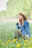 красивейшая девушка поля стоковые фото