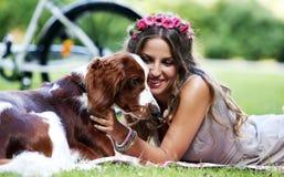 красивейшая девушка собаки Стоковое Изображение RF
