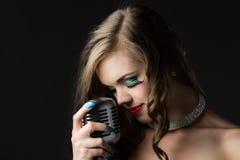 красивейшая женская певица Стоковое Изображение