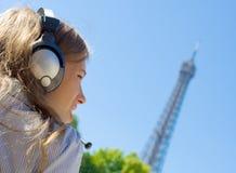 Красивейшая женщина… в Париж Стоковое Изображение RF
