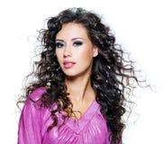 Красивейшая женщина брюнет с длинними волосами Стоковое Изображение RF