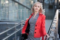 Красивейшая женщина в красной куртке Стоковые Фото