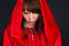 Красивейшая женщина в красной робе стоковые фотографии rf