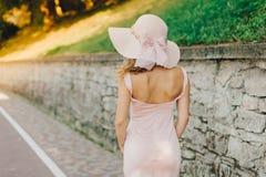 Красивейшая женщина в шлеме стоковые фото