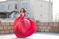 красивейшая женщина красного цвета платья Стоковое Фото