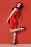 красивейшая женщина красного цвета платья Стоковое Изображение