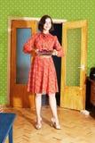 красивейшая женщина красного цвета расстегая платья Стоковая Фотография