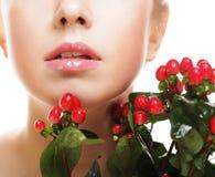 красивейшая женщина красного цвета цветков стоковая фотография rf