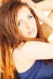 красивейшая женщина Курчавый стиль причёсок, состав Стоковые Фото