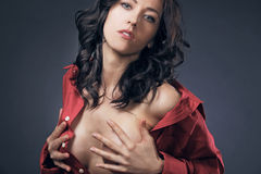 красивейшая женщина курчавых волос длинняя Стоковое Изображение