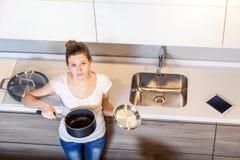 красивейшая женщина кухни Стоковая Фотография RF