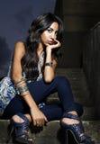 красивейшая женщина лестниц съемки очарования Стоковое фото RF