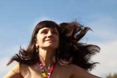 Красивейшая женщина на лужке Стоковое Фото