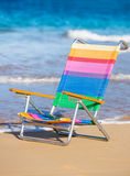Красивейшая женщина ослабляя на пляже Стоковая Фотография