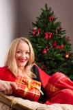 красивейшая женщина подарка рождества Стоковые Изображения RF