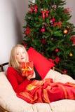 красивейшая женщина подарка рождества Стоковое фото RF