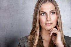 красивейшая женщина портрета крупного плана стоковые изображения rf