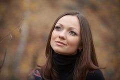 красивейшая женщина портрета падения Стоковое Фото