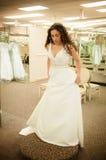 Пробуя платье венчания Стоковое Изображение