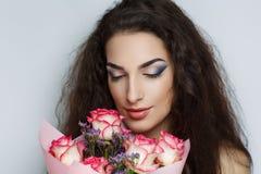 красивейшая женщина роз Стоковые Фото
