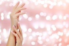 красивейшая женщина рук Стоковое Изображение