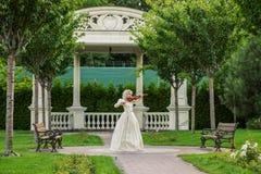 красивейшая женщина сбора винограда платья стоковое изображение