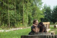 красивейшая женщина собаки Стоковые Фотографии RF