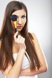 красивейшая женщина стороны Make up применяясь с щеткой Стоковые Изображения RF