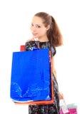 Красивейшая женщина с хозяйственные сумки. Изолировано на белизне. Стоковое фото RF
