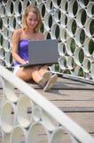 красивейшая женщина тетради cirlces бормотушк Стоковые Изображения