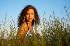 красивейшая женщина травы Стоковые Изображения