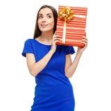 красивейшая женщина удерживания подарка коробки Стоковое Фото