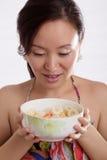 красивейшая женщина фруктового салата Стоковое Изображение RF