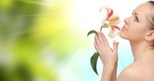 красивейшая женщина цветка Стоковая Фотография RF