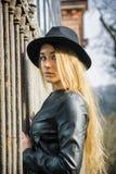 красивейшая женщина черной шляпы Стоковая Фотография