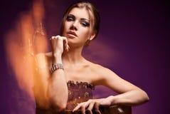 красивейшая женщина ювелирных изделий способа Стоковые Фото