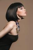 красивейшая женщина ювелирных изделий Стиль причёсок Bob Стоковая Фотография RF