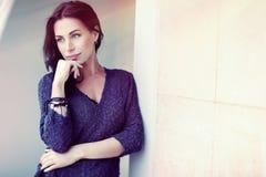 красивейшая женщина outdoors Стоковые Изображения RF