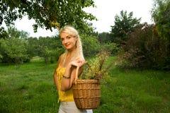красивейшая женщина outdoors Стоковые Фотографии RF