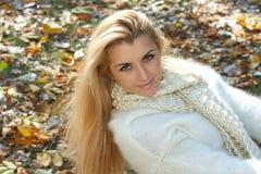 красивейшая женщина outdoors Стоковое Изображение RF