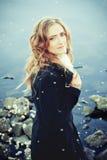 красивейшая женщина outdoors Стоковые Изображения