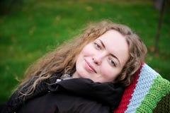 красивейшая завивая женщина портрета волос Стоковое фото RF