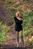 Красивейшая загадочная девушка в пуще осени Стоковое Изображение RF
