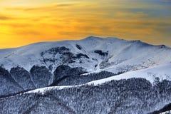 красивейшая зима восхода солнца гор ландшафта Стоковые Изображения RF