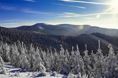 красивейшая зима восхода солнца гор ландшафта Стоковые Изображения