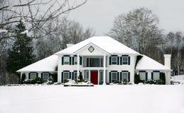 красивейшая зима дома Стоковые Изображения RF