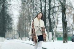 красивейшая зима портрета девушки Стоковое Изображение