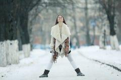 красивейшая зима портрета девушки Стоковые Фото
