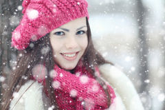 красивейшая зима портрета девушки Стоковые Фотографии RF