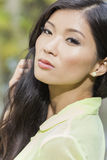 Красивейшая китайская азиатская девушка молодой женщины Стоковые Фотографии RF